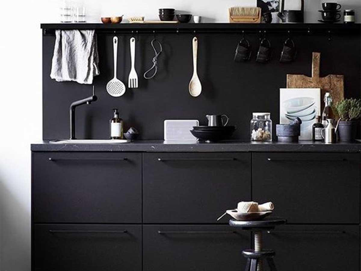 black_kitchen